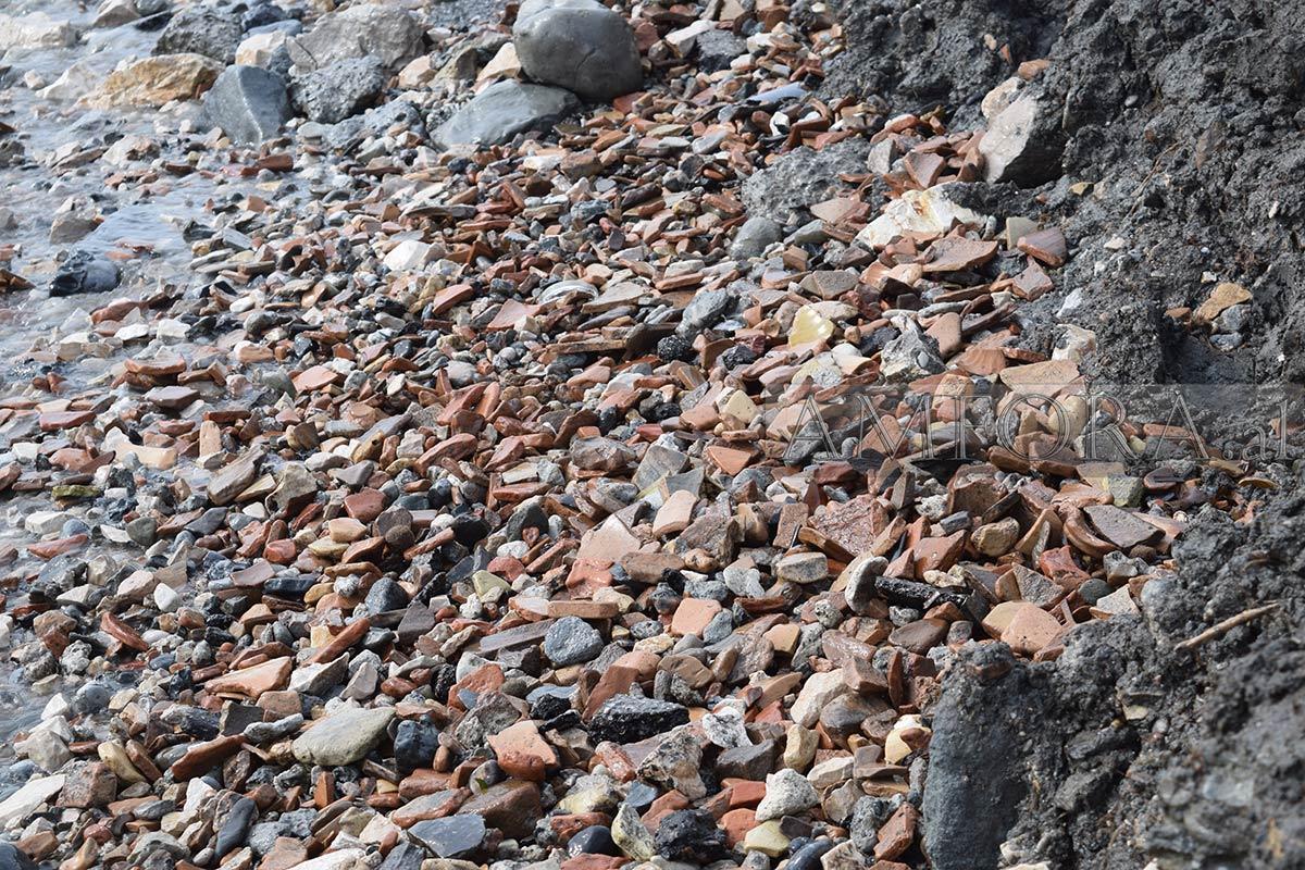 Durrës, mbetjet arkeologjike hidhen në det ose shiten